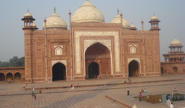 Ghost town tour in Fatehpur Sikri, Agra.