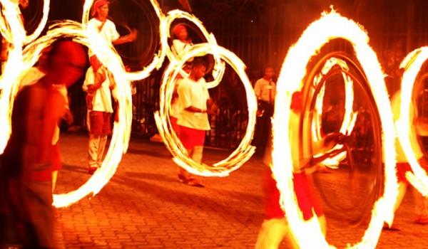 Kandy perahera fire dancers