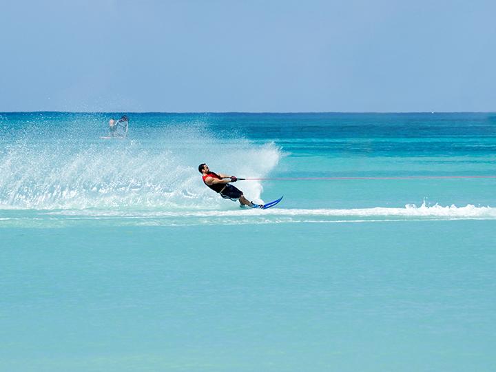 waterskiing maldives